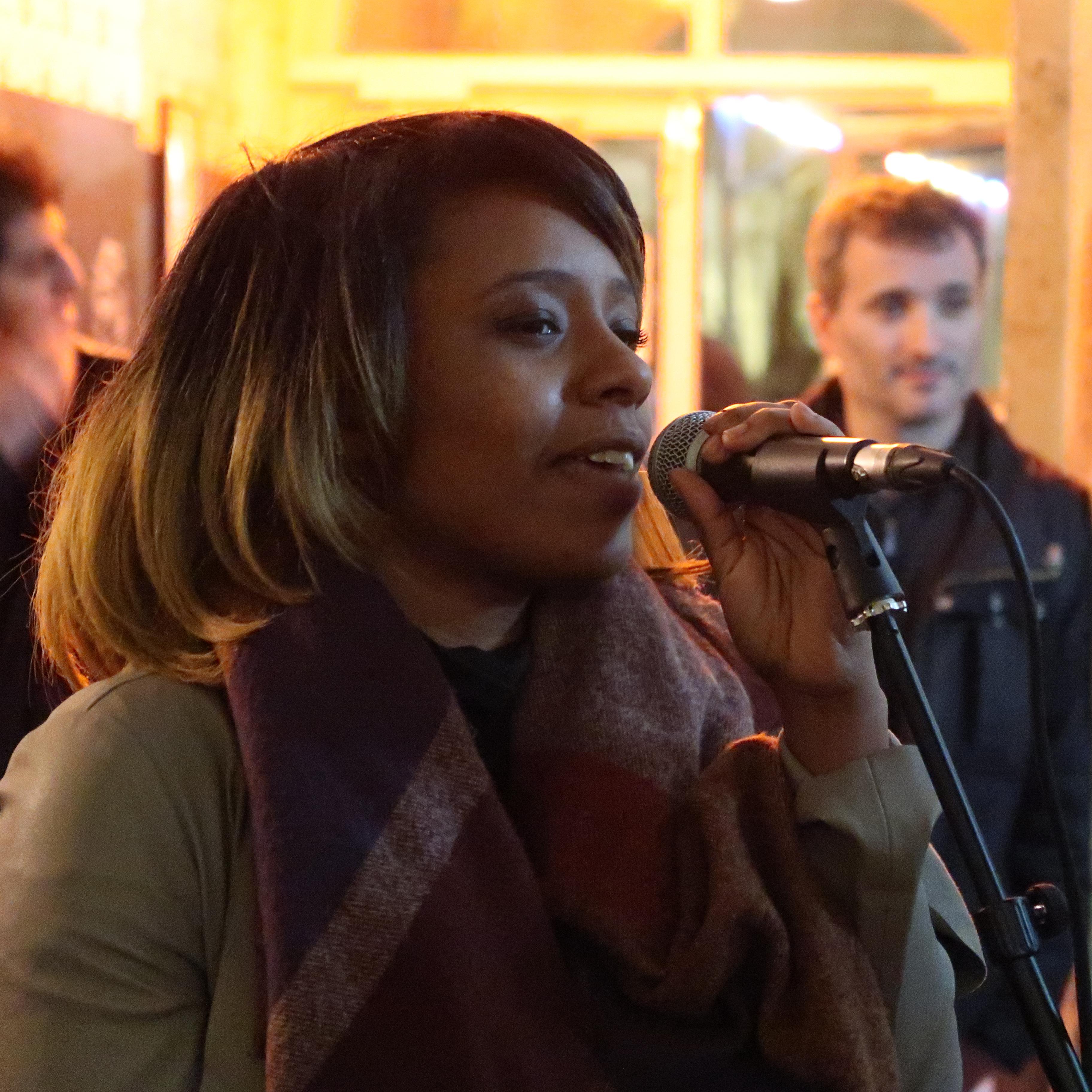 Angeline, chanteuse
